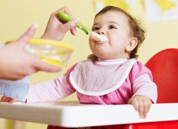alimentando a bebe