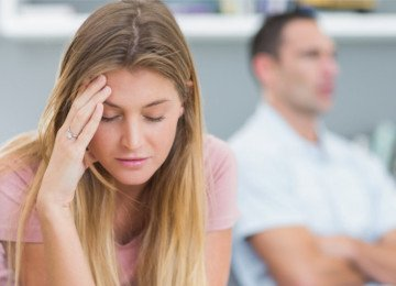 mujer lastimada que quiere divorcio