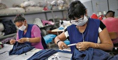 trabajadores de empresa textil